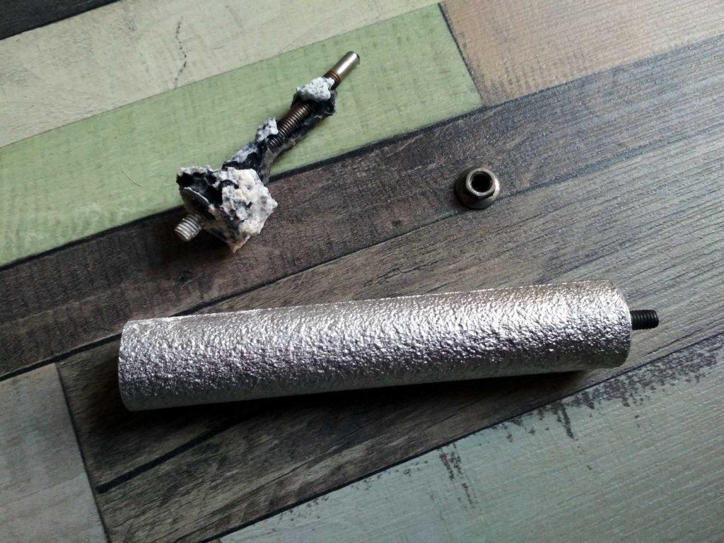 Rozpuszczona anoda magnezowa ijej zamiennik