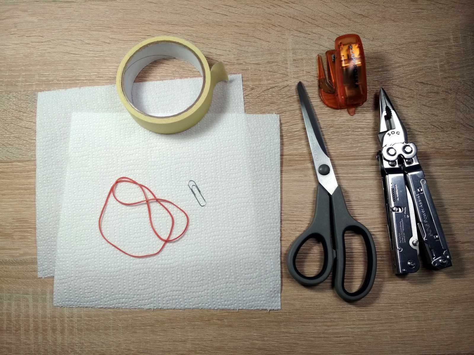 Rzeczy niezbędne dowykonania jednorazowej maseczki ochronnej natwarz